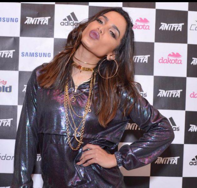 Anitta cantou e encantou o público na festa Sensualize em Goiás