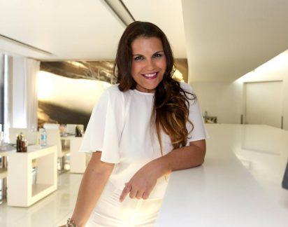 Katia Aveiro faz intervenção para retirar células regeneradoras