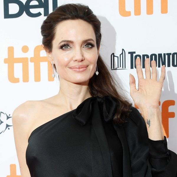 Conheça a rotina de beleza de Angelina Jolie