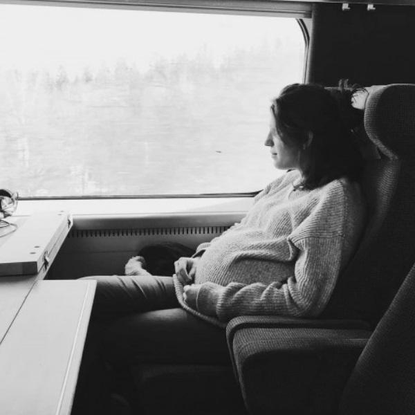 Luísa Sobral exibe barrigão de grávida