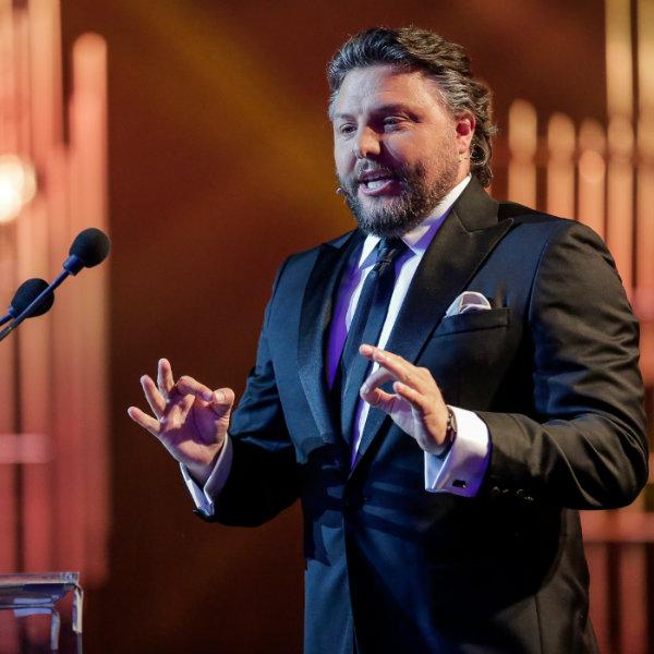 Globos de Ouro: O Top 10 das piadas de César Mourão