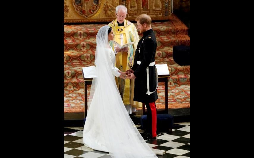 vip-pt-32053-noticia-casamento-real-agora-ja-pode-comprar-um-vestido-como-o-de-meghan-por-apenas-53_2