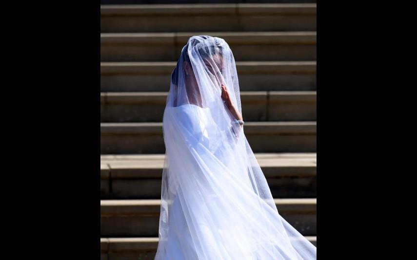 vip-pt-32053-noticia-casamento-real-agora-ja-pode-comprar-um-vestido-como-o-de-meghan-por-apenas-53_5