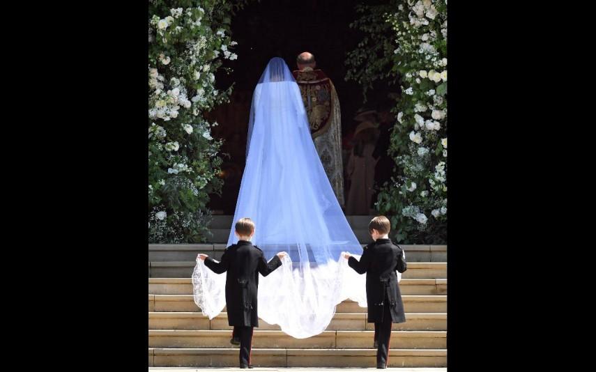 vip-pt-32053-noticia-casamento-real-agora-ja-pode-comprar-um-vestido-como-o-de-meghan-por-apenas-53_6