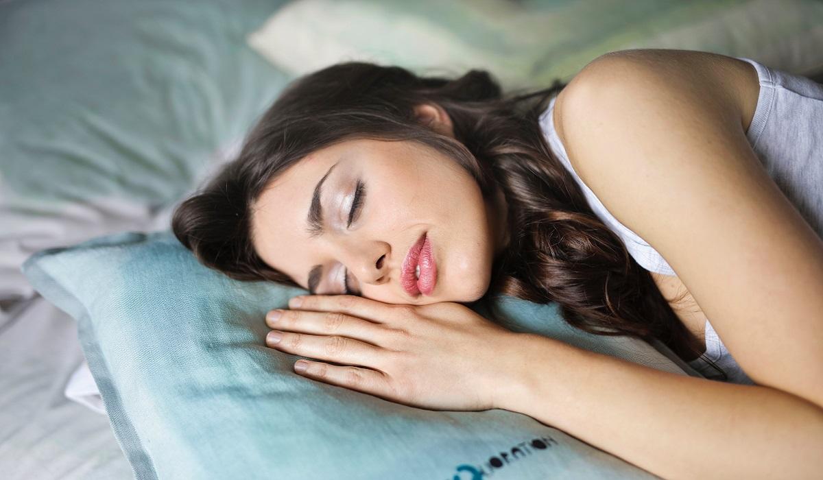Verdade ou mito? Dormir com o ar condicionado no verão causa gripe