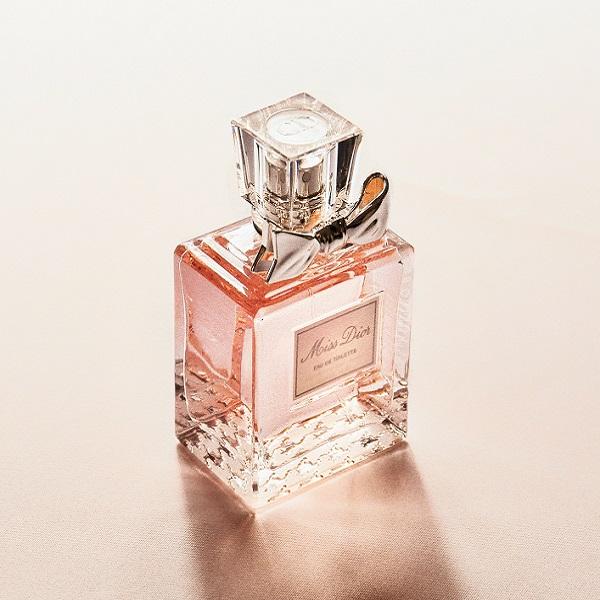 Onde se deve colocar perfume? Saiba se está a fazer o mais acertado