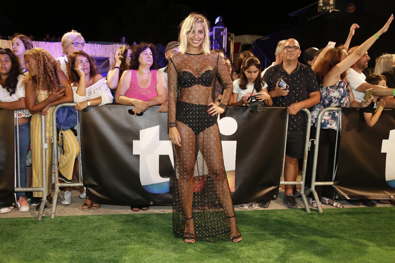 Jessica Athayde quase nua na festa de Verão da TVI com sapatos emprestados de Rita Pereira