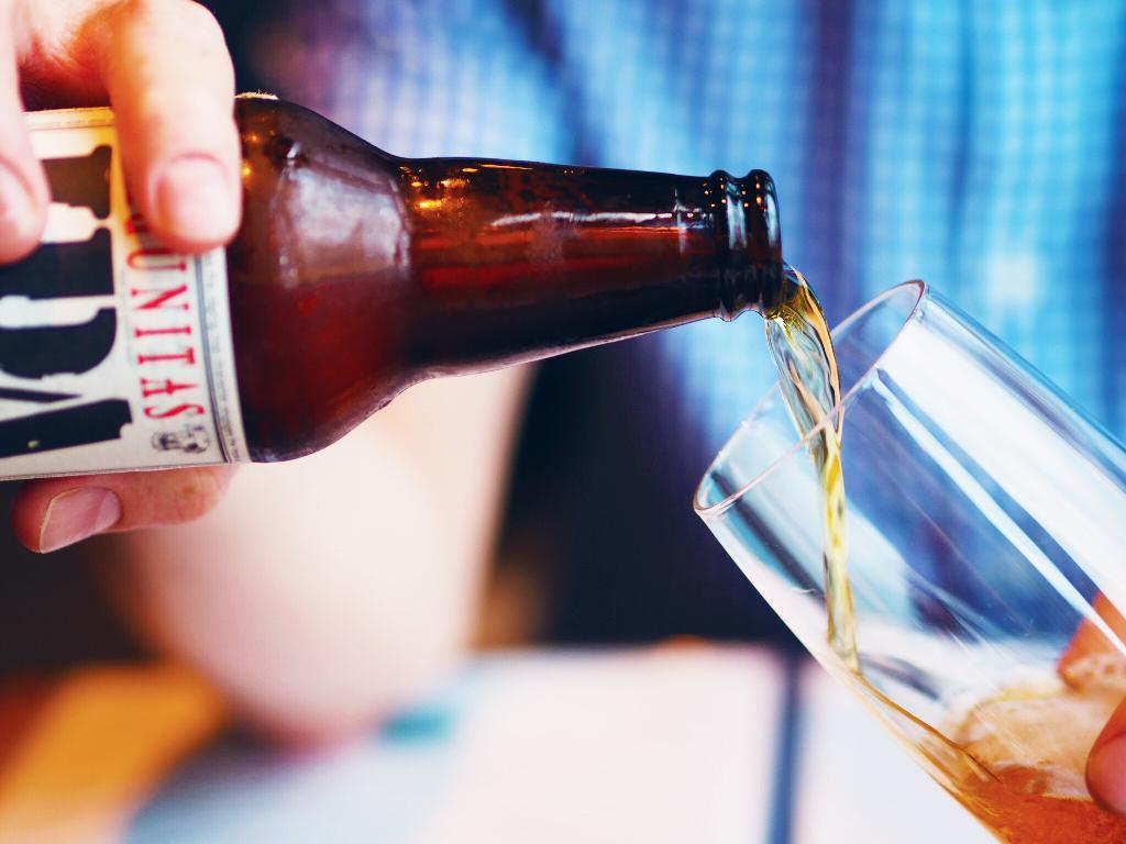 Evitar bebidas alcoólicas, com gás ou com açúcar;