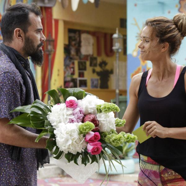 Alma e Coração: Diana recebe ramo de flores misterioso!
