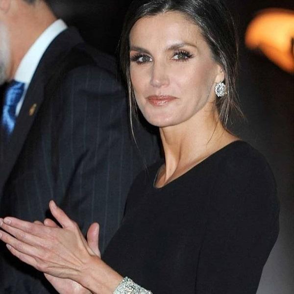 Quer uma saia igual à da rainha Letizia? Custa apenas 12,99€ e está à venda em Portugal