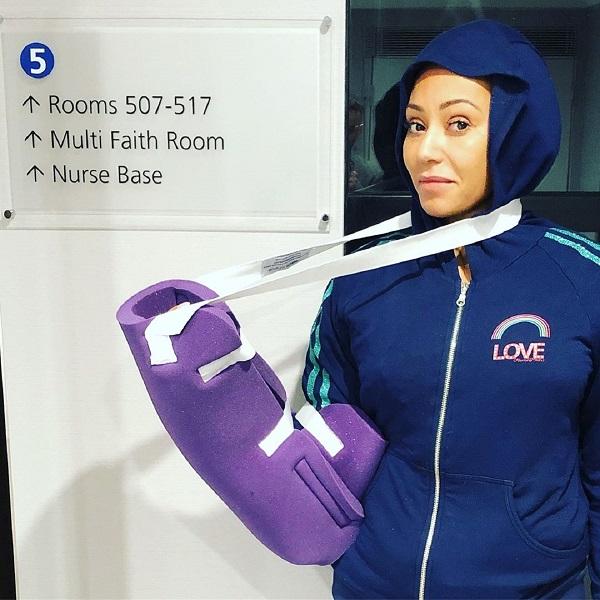 Mel B operada de urgência. Spice Girl partiu costelas e feriu gravemente uma mão