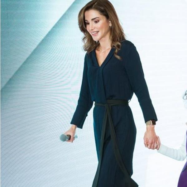Rainha da Jordânia usa vestido que custa… menos de 40 euros!