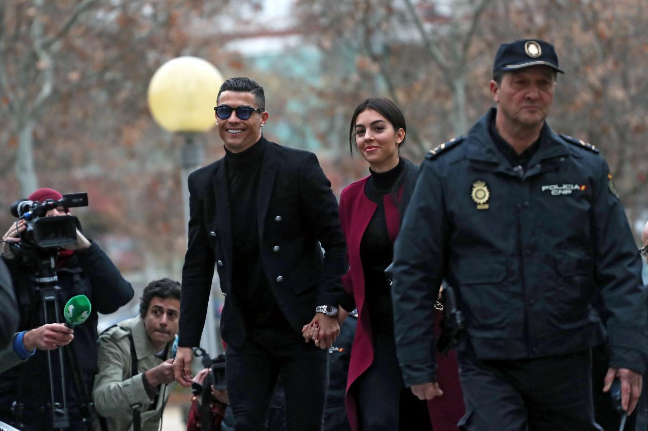 A1-Cristiano Ronaldo e Georgina Rodríguez em tribunal