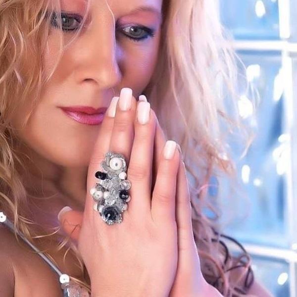 Cantora Maria Lisboa devastada com assalto: