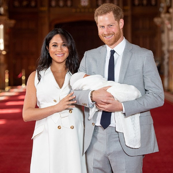 Príncipe Harry celebra dia do pai com fotografia amorosa do filho Archie