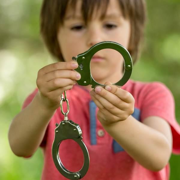 Bebés usados para transportar droga em prisões portuguesas. Saiba tudo!