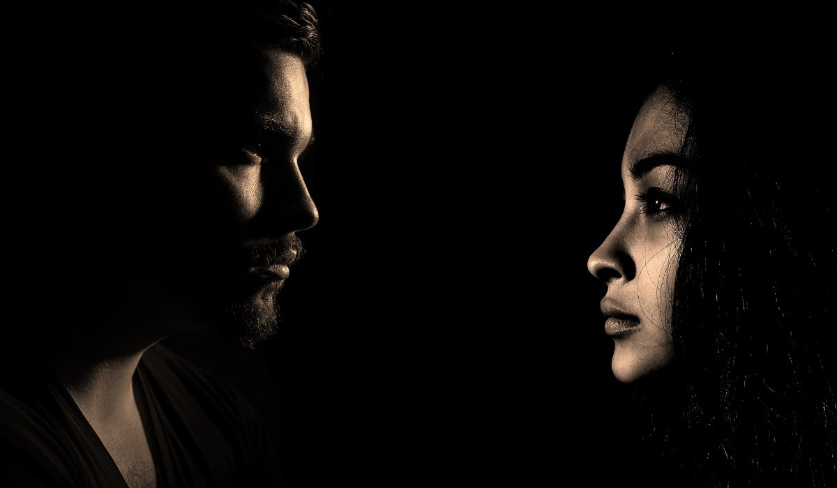 «Amo o meu marido, mas não consigo deixar de me imaginar com outras pessoas»