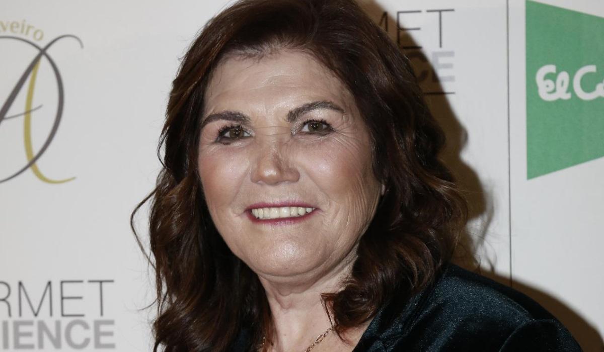 Dolores Aveiro expõe corpo em biquini aos 64 anos