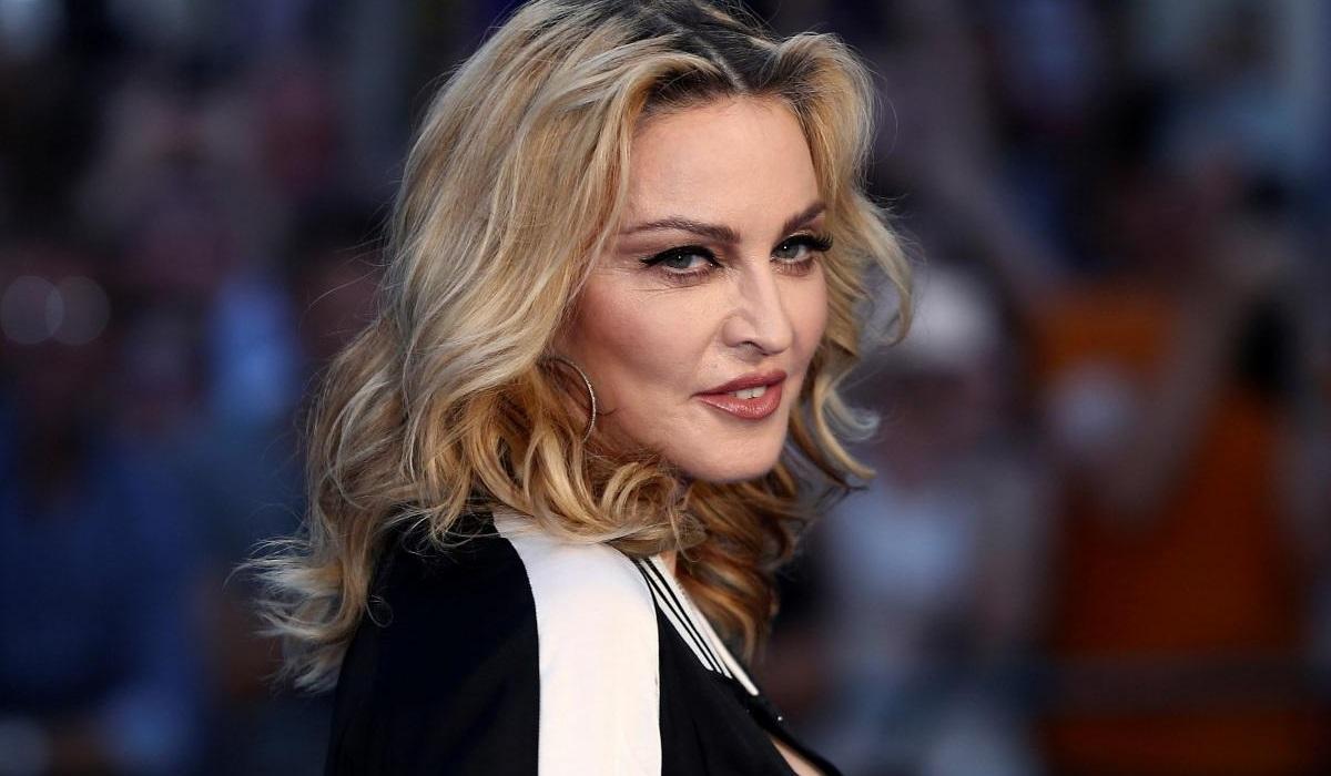 Madonna bebe a própria urina para recuperar energia após os concertos!
