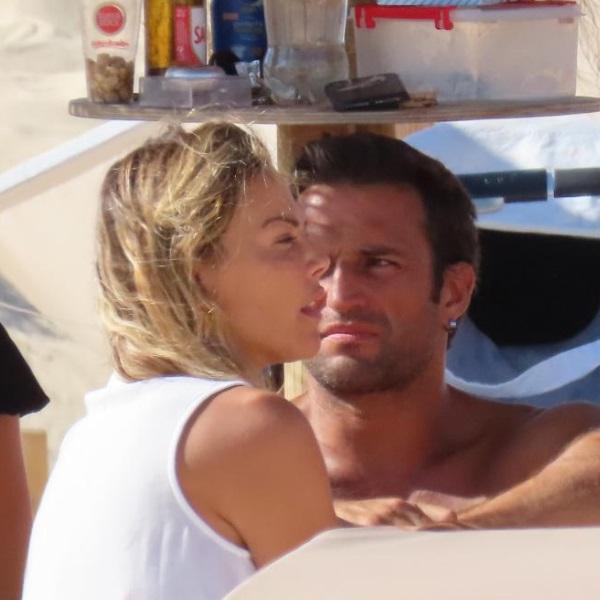 Oceana Basílio vive paixão secreta com José Fidalgo na praia | Veja as fotos