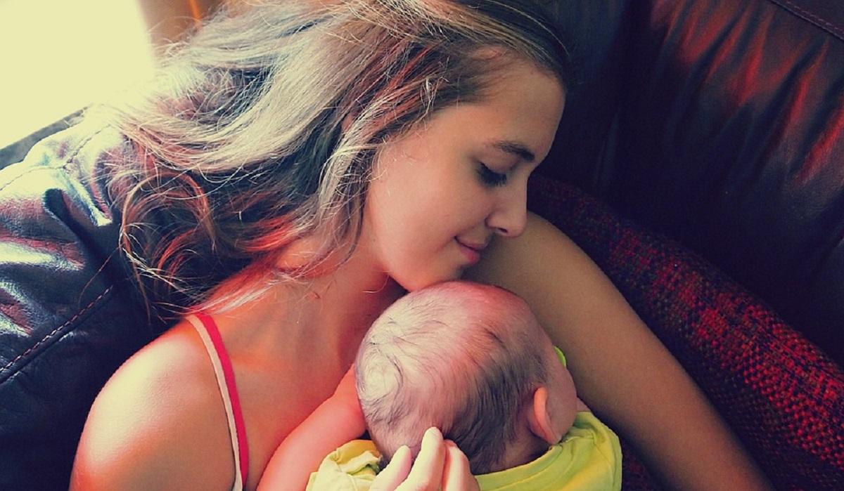 Momentos mágicos: o que acontece ao cérebro quando uma mãe abraça um filho