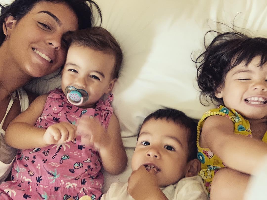 Georgina Rodríguez com Eva e os irmãos