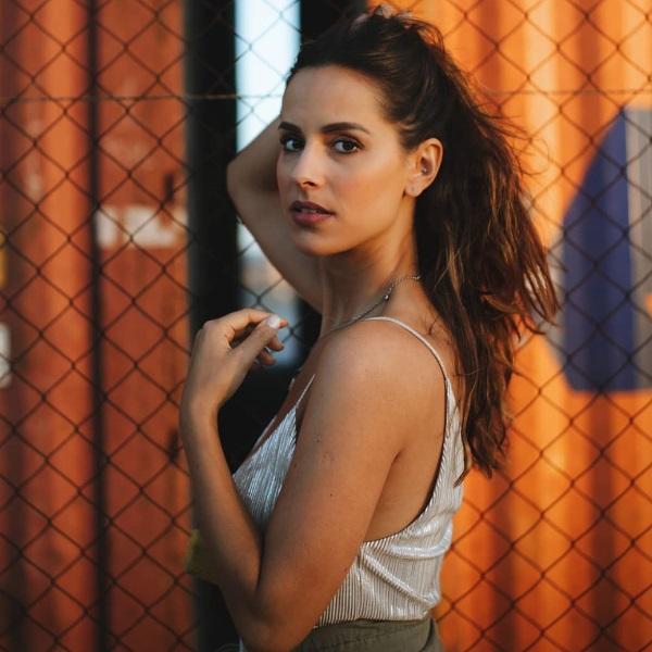 Mariana Monteiro incendeia Internet com fotografia em lingerie transparente