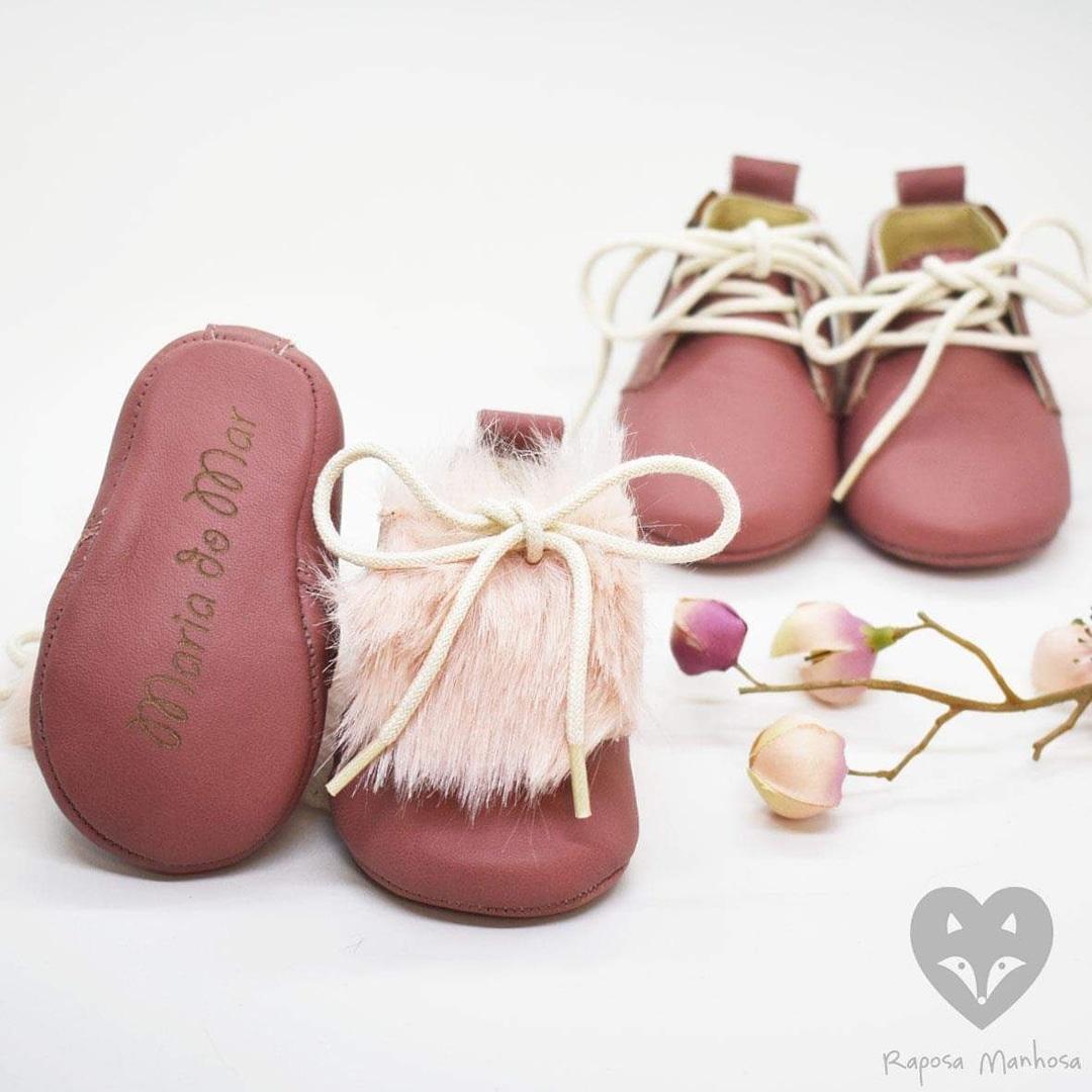 Os sapatos de Maria do Mar e Mercedes, filhas de Helena Costa