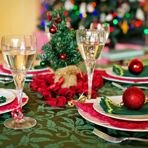 Jantares de Natal: As regras de etiqueta que não está a seguir!