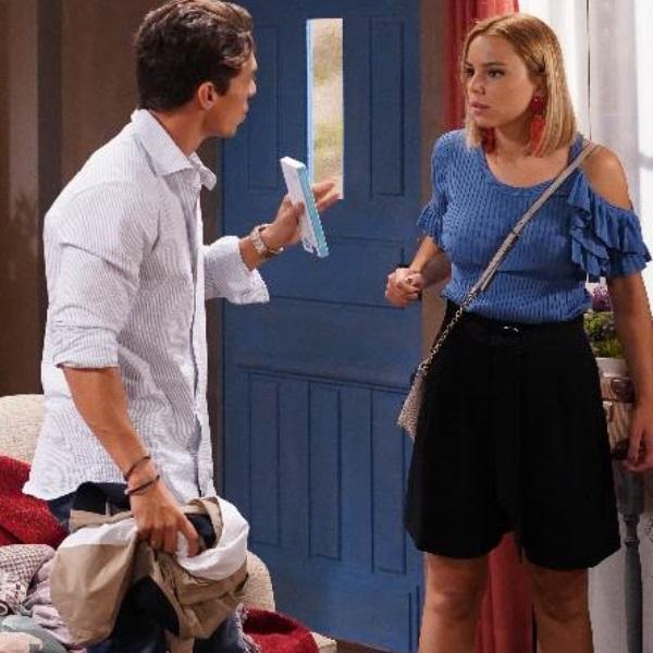 Nazaré: Bárbara empurra Nazaré e ela bate com a barriga no chão!