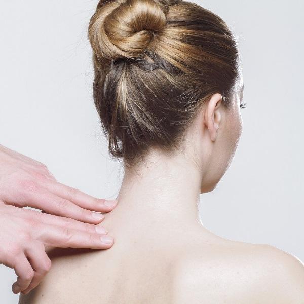Dores nas costas podem ser sinal de falta de sexo! Especialista explica tudo