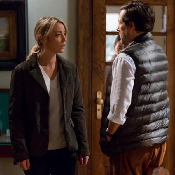 Quer o Destino: Rita descobre que Lucas a traiu com Vitória e confronta-o