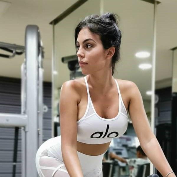 Georgina Rodriguez assume complexos com o corpo e admite ter vergonha de treinar com Ronaldo