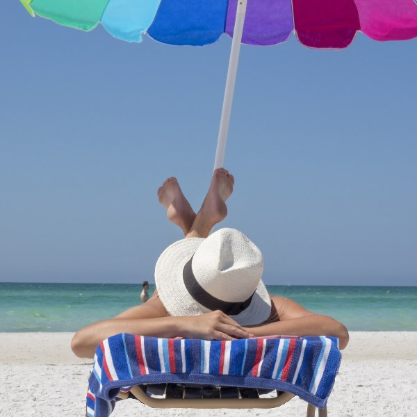 Como disfarçar os quilinhos a mais numa simples ida à praia