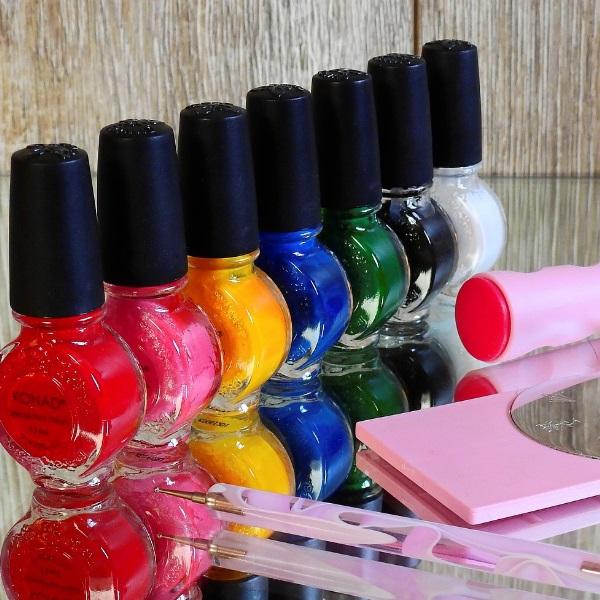 Estes são as cores de verniz que vai querer usar este verão para ter umas mãos na moda
