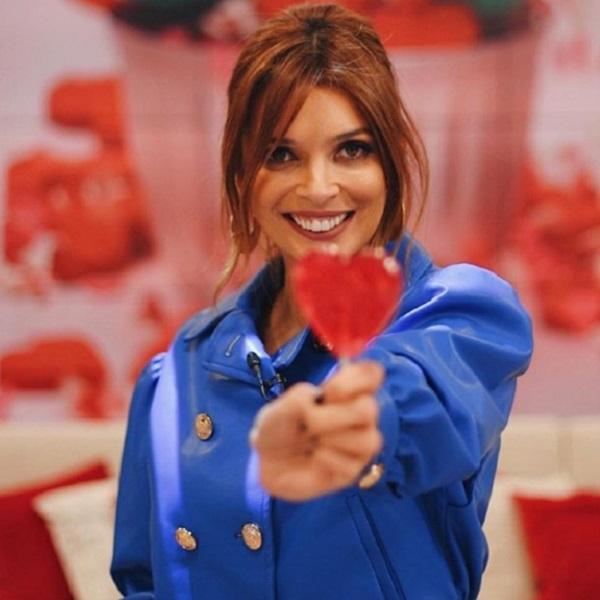 Maria Cerqueira Gomes veste-se de Manhouce e acredita que está pronta para arranjar marido