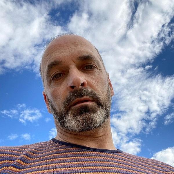 Heitor Lourenço em nu integral aos 52 anos: «Quero viver sem rótulos, sem filtros, sem pertenças»