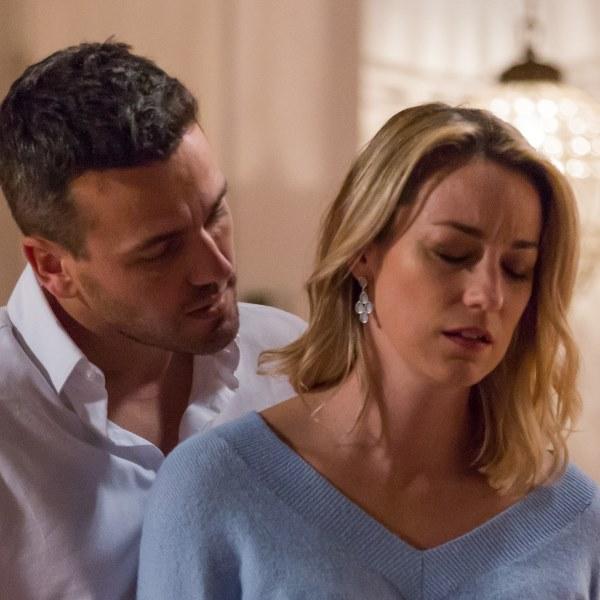 Quer o Destino: Marcos esquece Carla e pede Rita em casamento