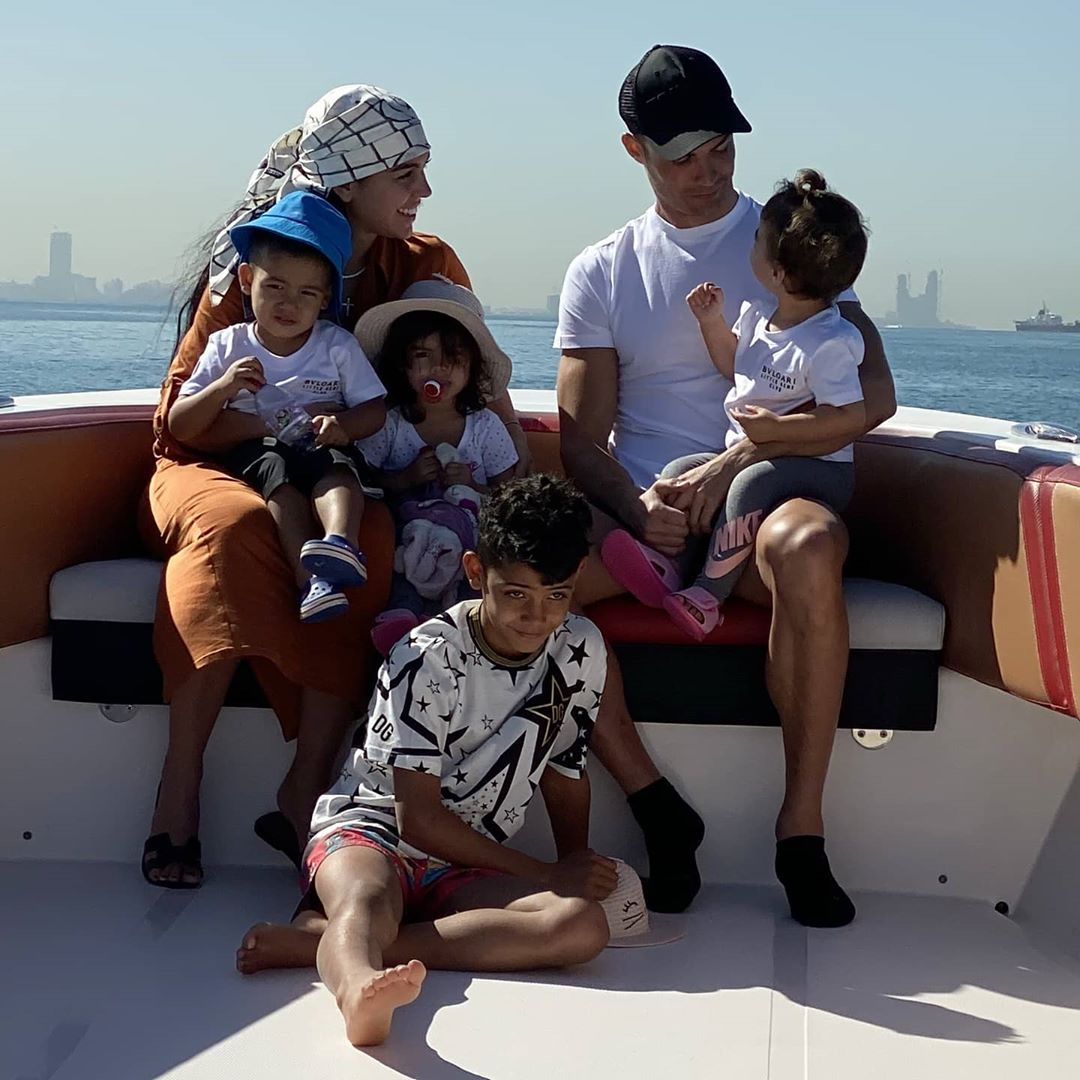 Cristiano Ronaldo, Georgina Rodríguez e os filhos