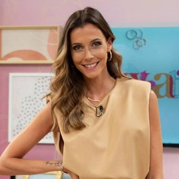 Cláudia Borges apelo marido a gravar Fama Show vestida apenas da cintura para cima