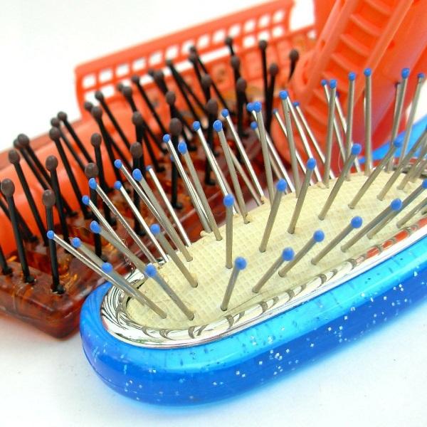 Escovas há muitas! Descubra a melhor para o seu tipo de cabelo
