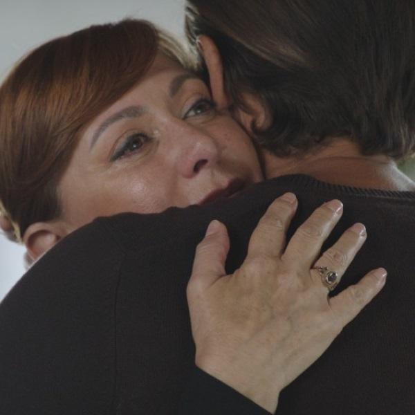 """""""Golpe de Sorte"""": Triste, Céu procura consolo nos braços de Pedro"""