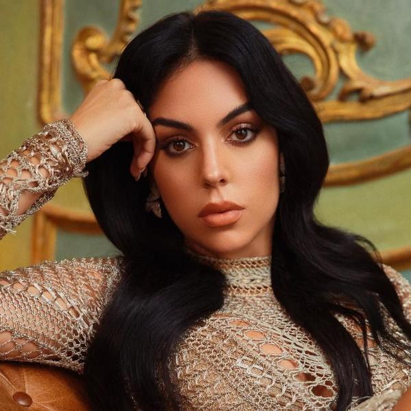 """Georgina Rodriguez faz furor em lingerie rendada de 17 euros:  """"Amén, Cristiano!"""""""