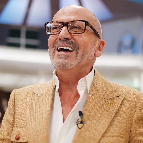 Goucha dá 8 casacos a 'padre sexy' para causa solidária