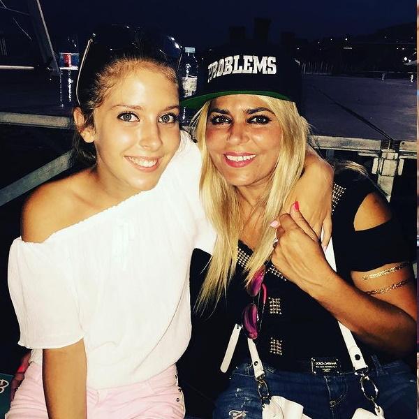 Mãe de Sara Carreira recebe onda de apoio depois de quebrar o silêncio sobre a morte da filha