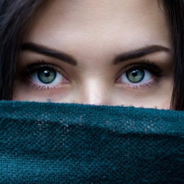 Olheiras: Máscara caseira e milagrosa que elimina os 'papos'