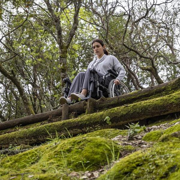 Bem Me Quer: Artur é irmão de Lara e encontram-se no funeral da mãe. Vera atira-se de precipício