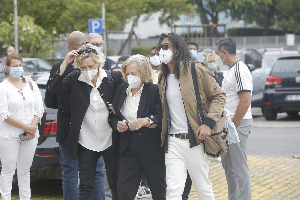 Marido e mãe de Maria João Abreu no velório da atriz