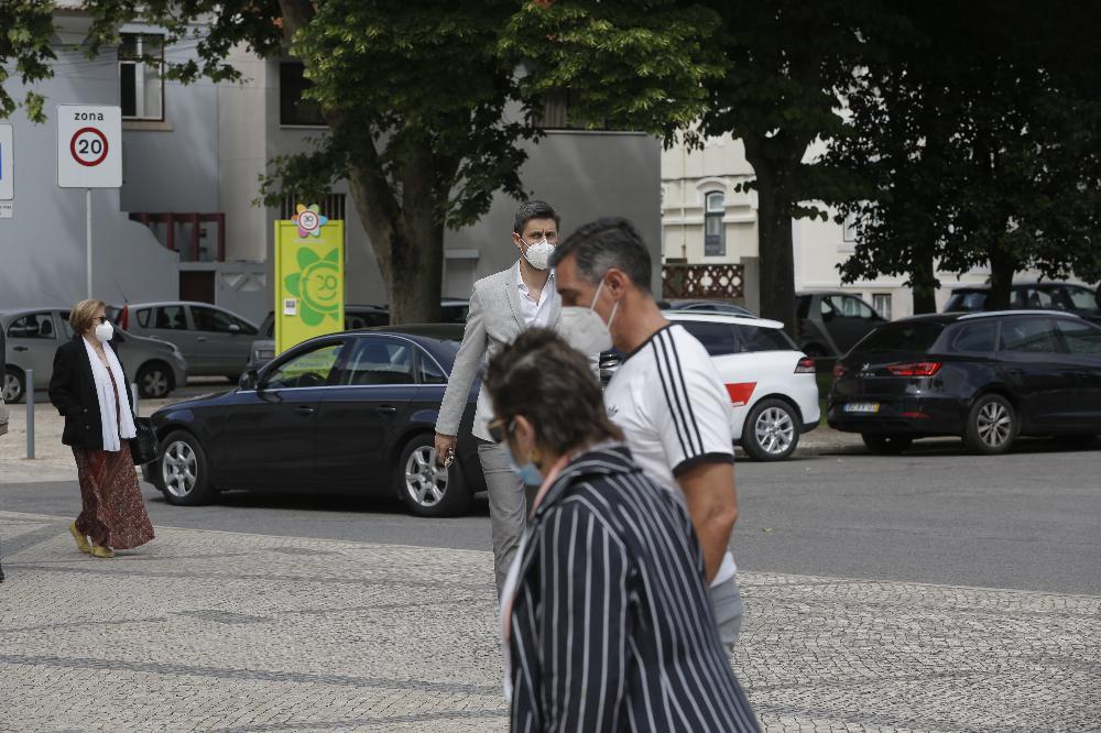 Daniel Oliveira no velório de Maria João Abreu