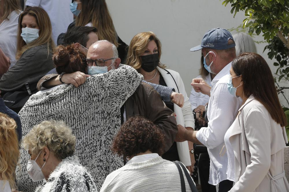 Lágrimas e emoção no velório de Maria João Abreu